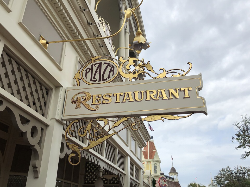 plaza-restaurant-sign