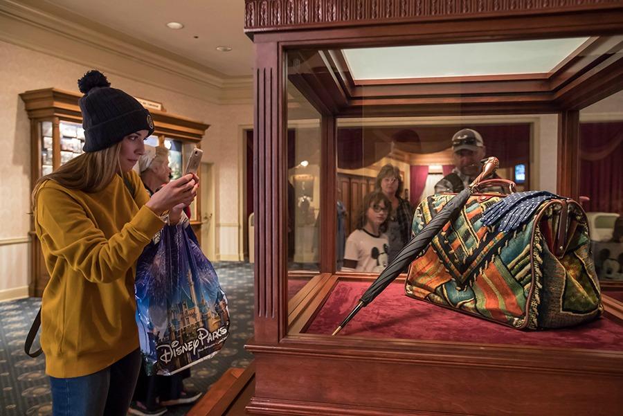 mary-poppins-returns-exhibit-carpet-bag