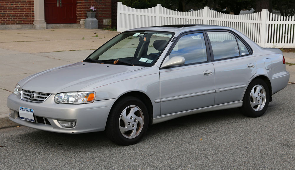 2001_Toyota_Corolla_S_in_silver_front