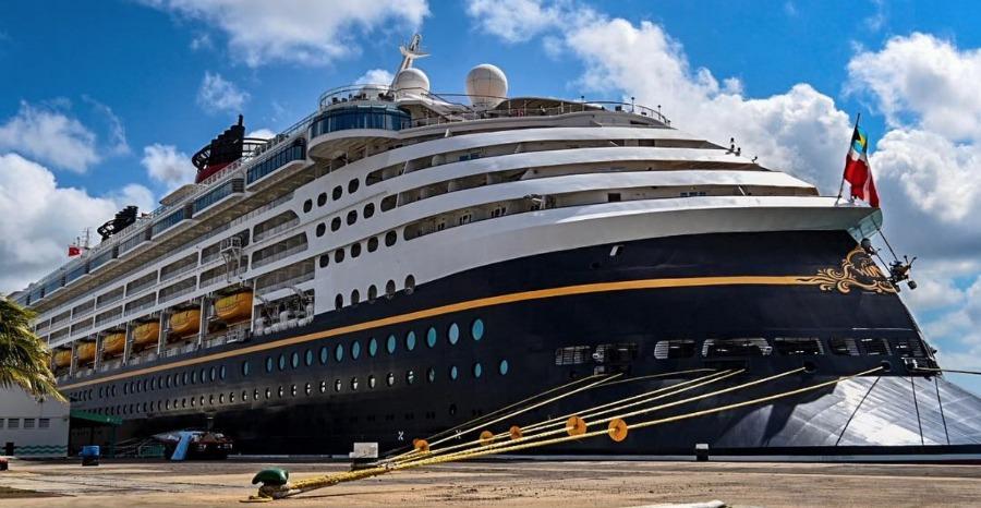 disney-wonder-ship-docked-aruba