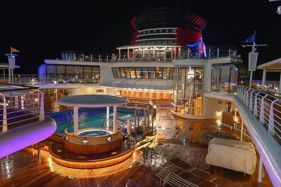 disney-wonder-ship-top-deck-night
