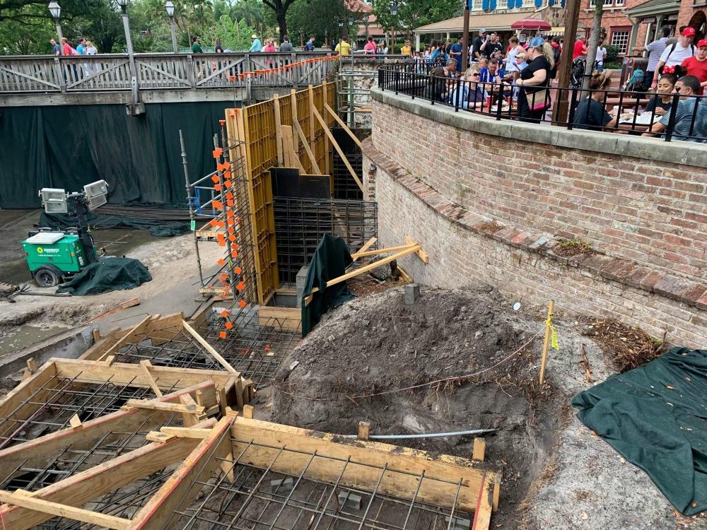 magic-kingdom-walkway-widening-construction10