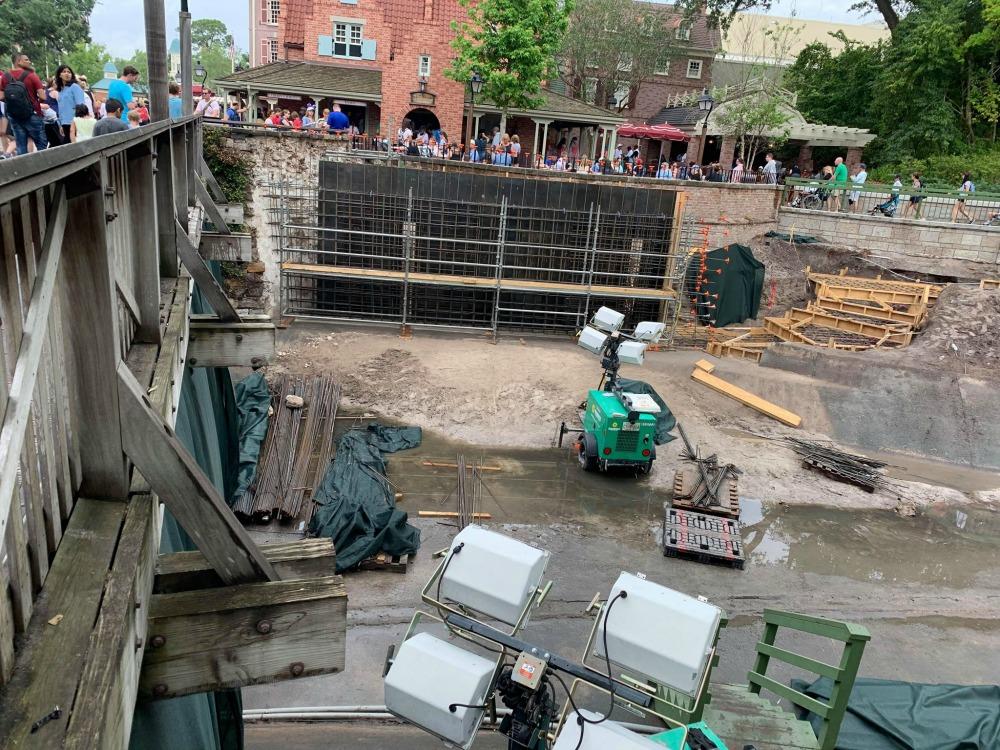 magic-kingdom-walkway-widening-construction2