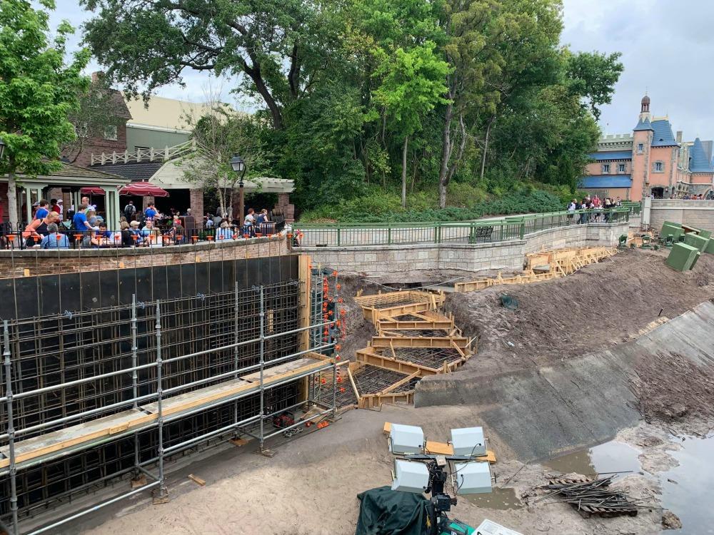 magic-kingdom-walkway-widening-construction3