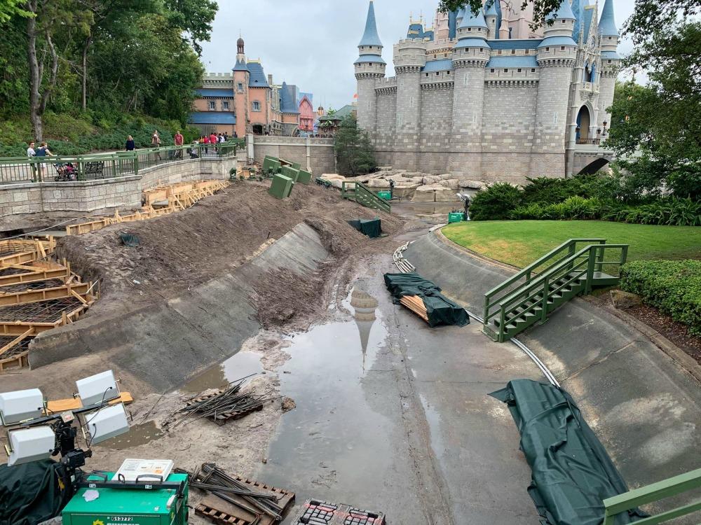 magic-kingdom-walkway-widening-construction4