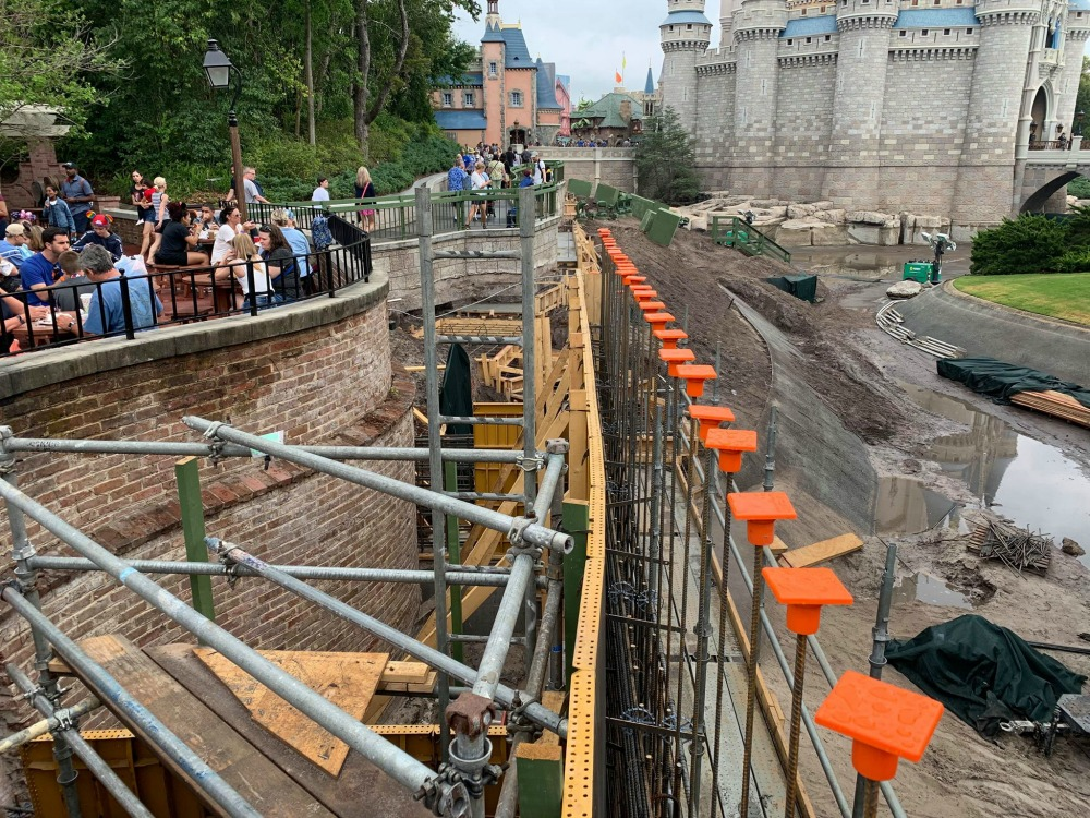 magic-kingdom-walkway-widening-construction5