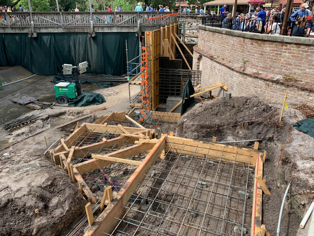 magic-kingdom-walkway-widening-construction6