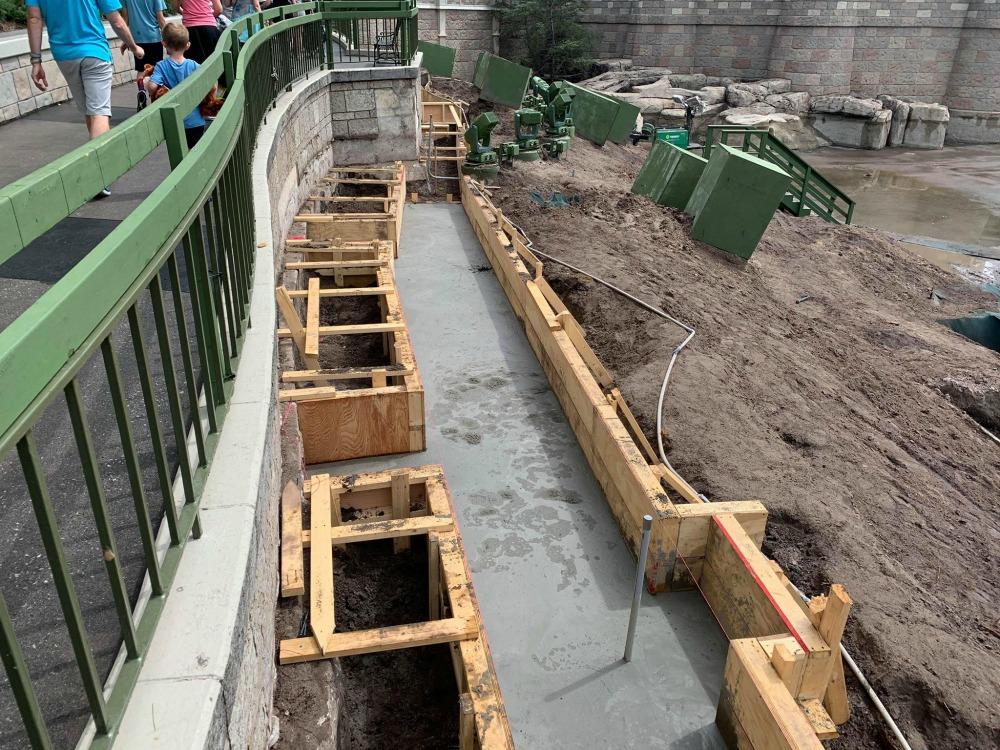 magic-kingdom-walkway-widening-construction7