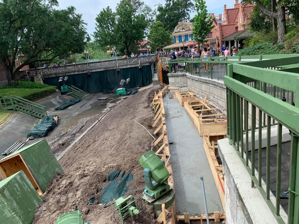 magic-kingdom-walkway-widening-construction8