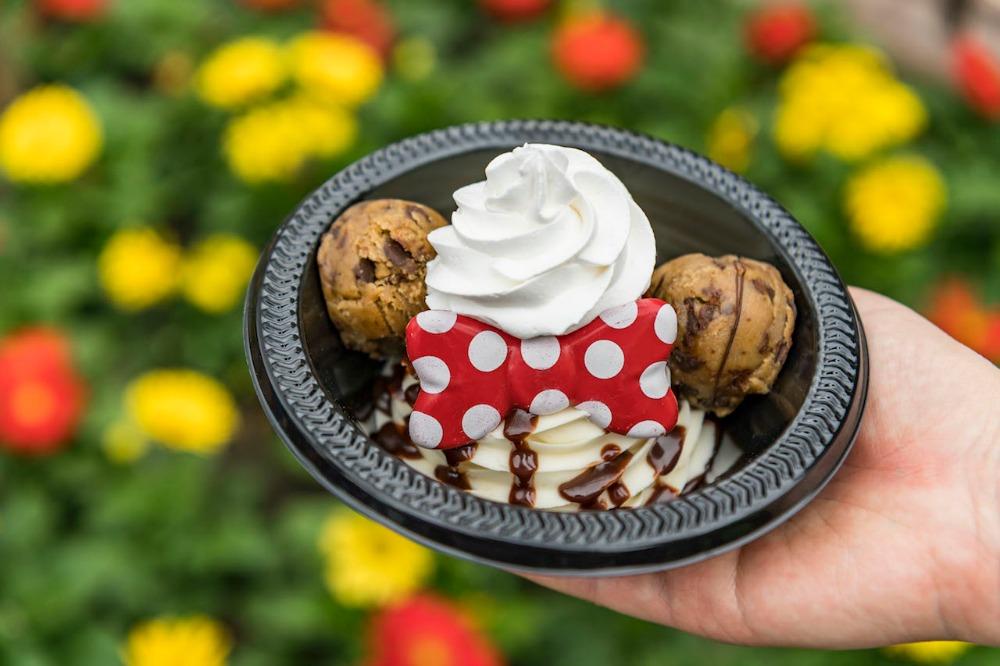 minnie-cookie-dough-sundae