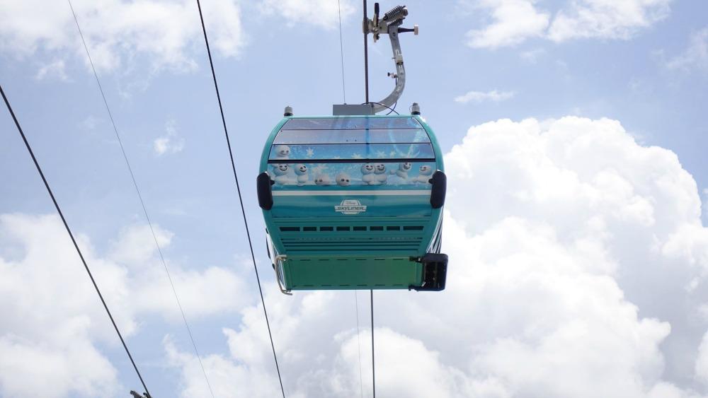 disney-skyliner-gondola-baby-olafs