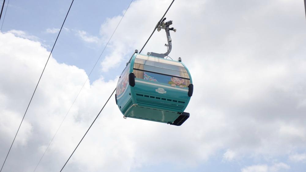 disney-skyliner-gondola-dopey