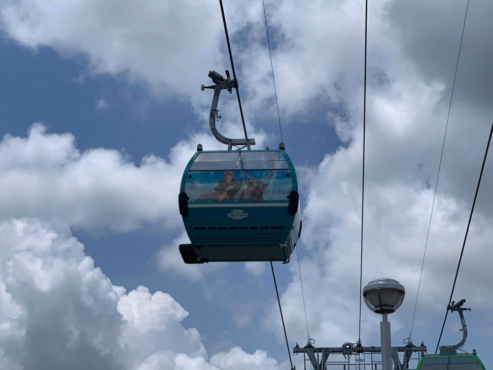 disney-skyliner-gondola-frozen