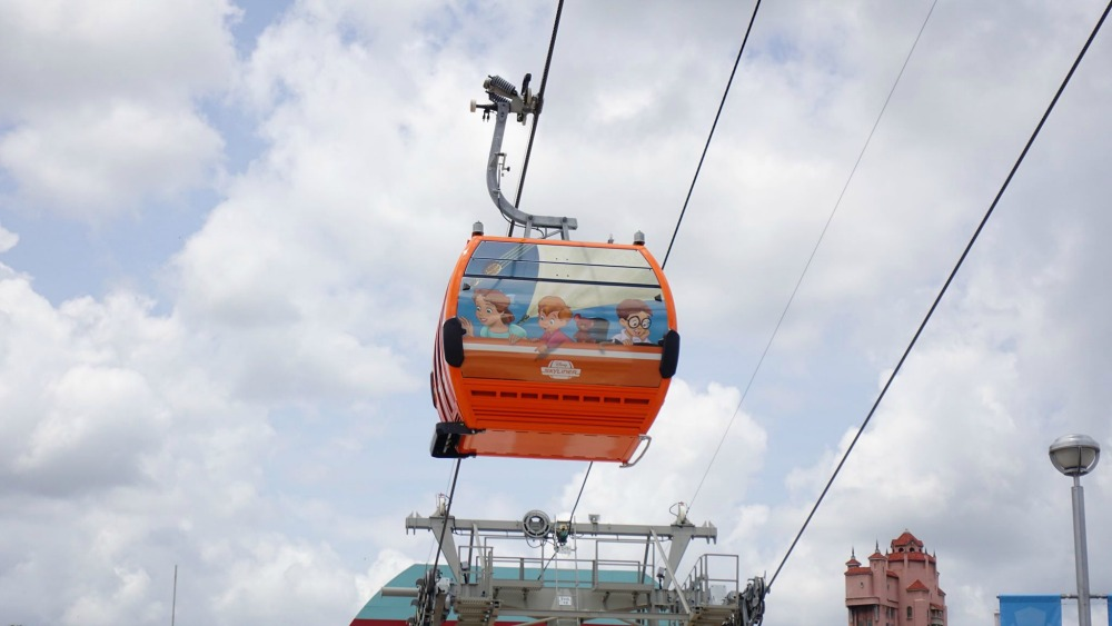 disney-skyliner-gondola-peter-pan-wendy-kids