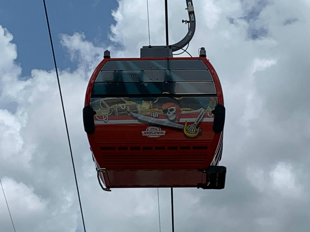 disney-skyliner-gondola-pirates-caribbean
