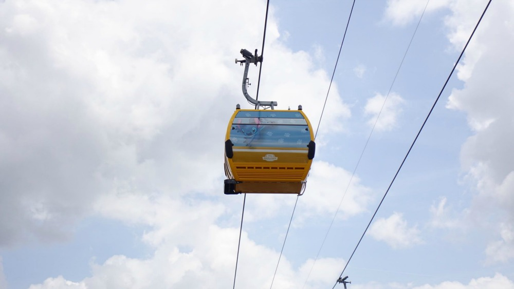 disney-skyliner-gondola-stitch