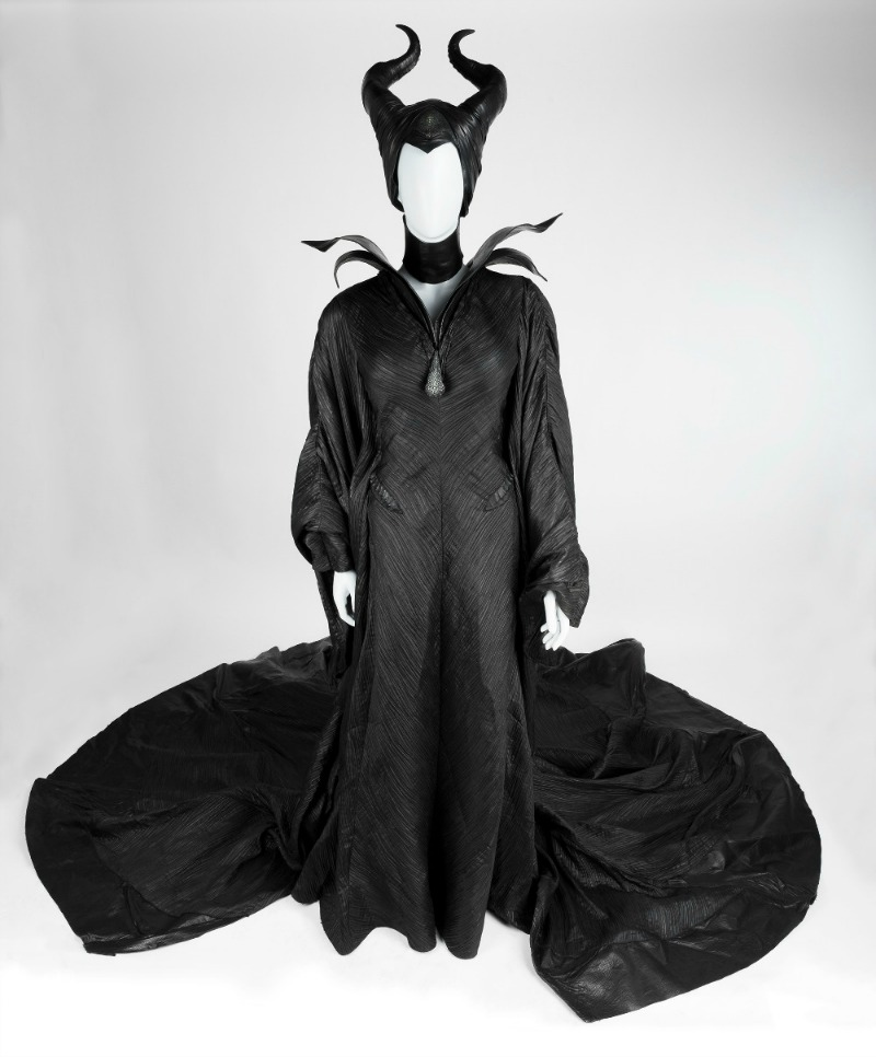 heroes-villains-costume-maleficent