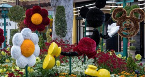 Downtown Disney Has New Fab Five Topiary Art