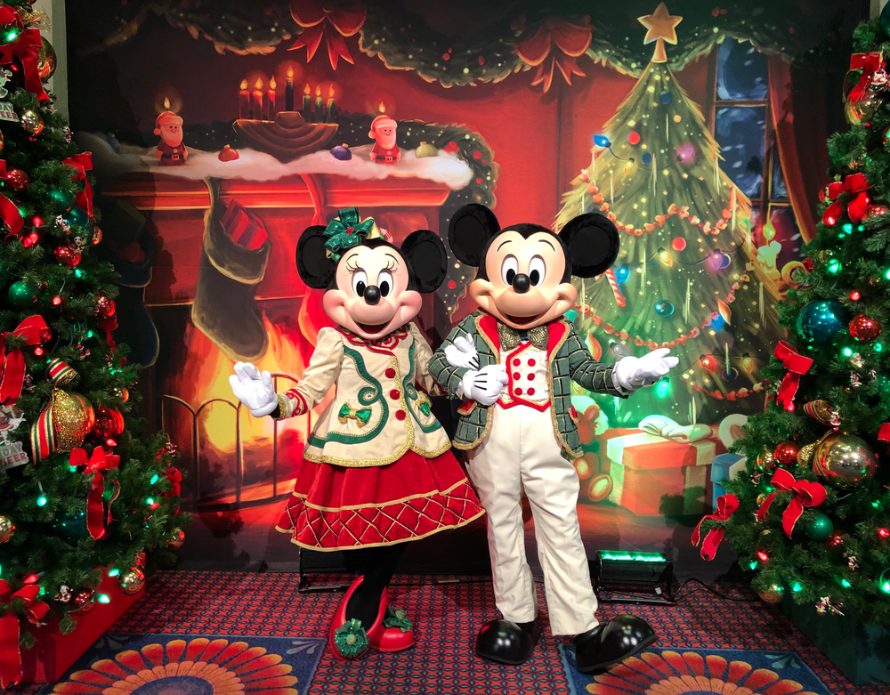 Disneyland Christmas 2019.From Decor To Snacks A Look At The New Items Coming To Wdw