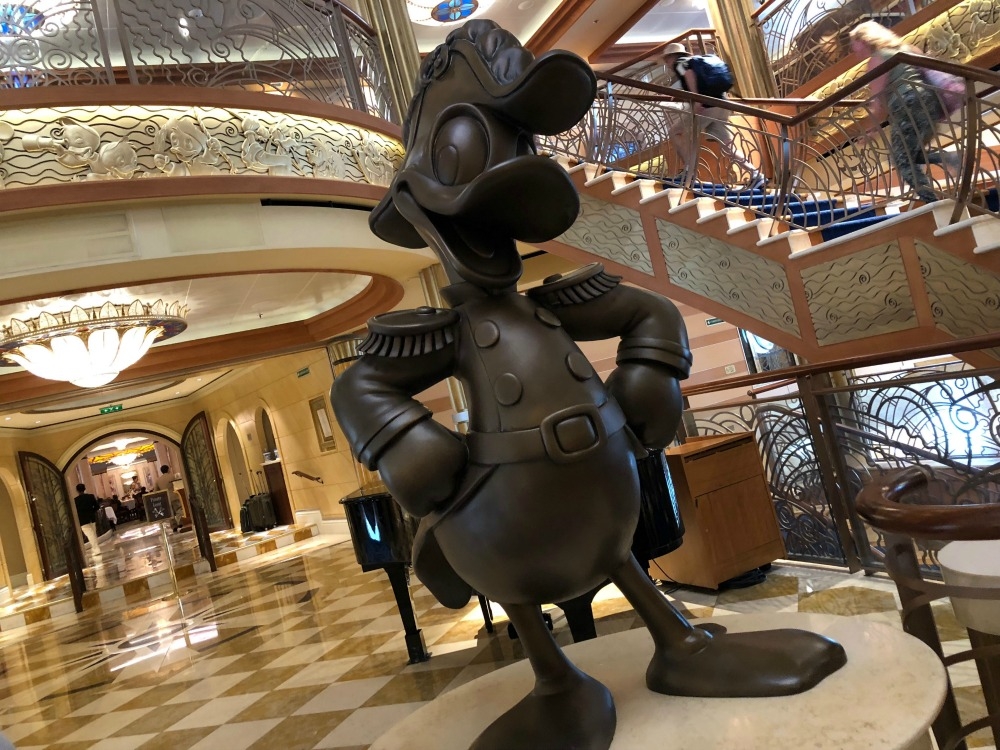 disney-dream-atrium-donald