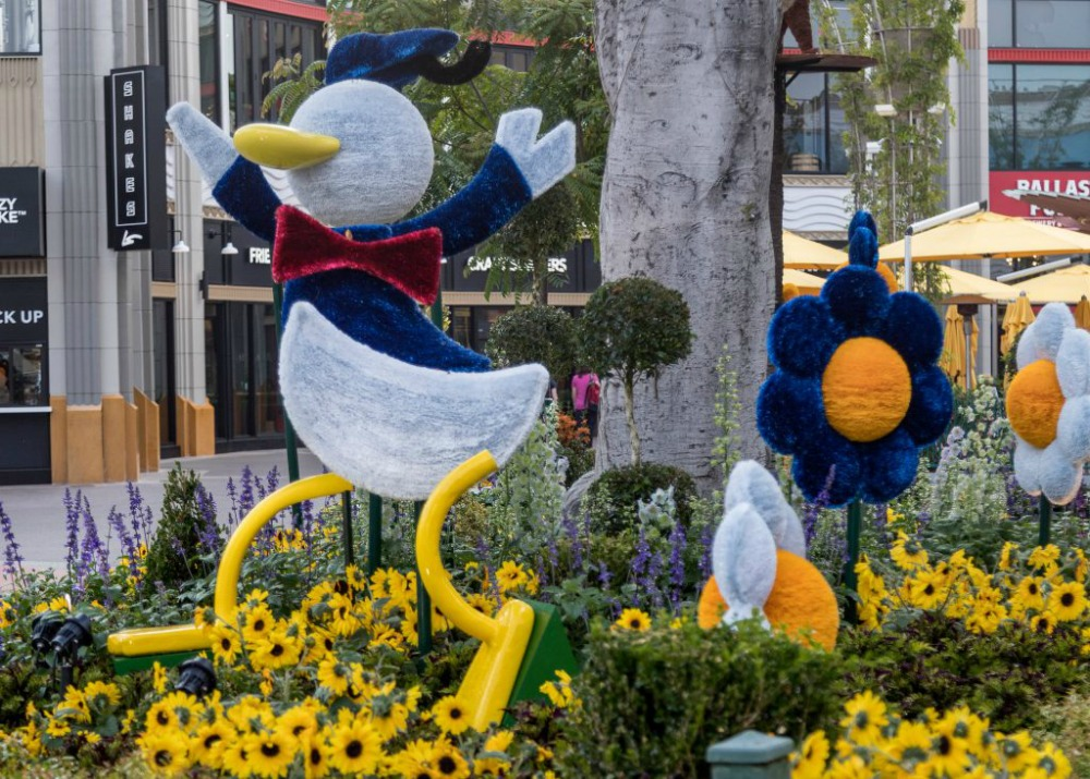donald-duck-topiary-dlr