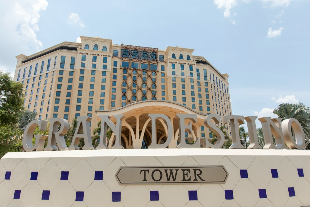 grand-destino-tower-sign-01