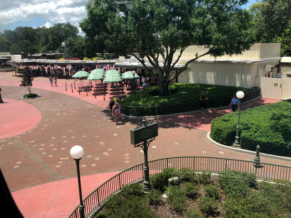 magic-kingdom-entrance-crowds-gone
