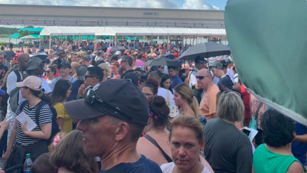 magic-kingdom-entrance-delay-crowds