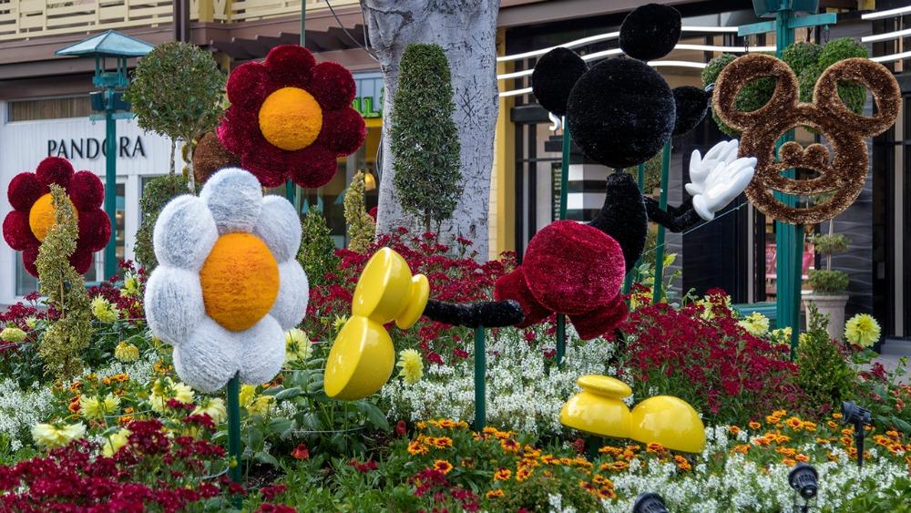 mickey-topiary-dlr