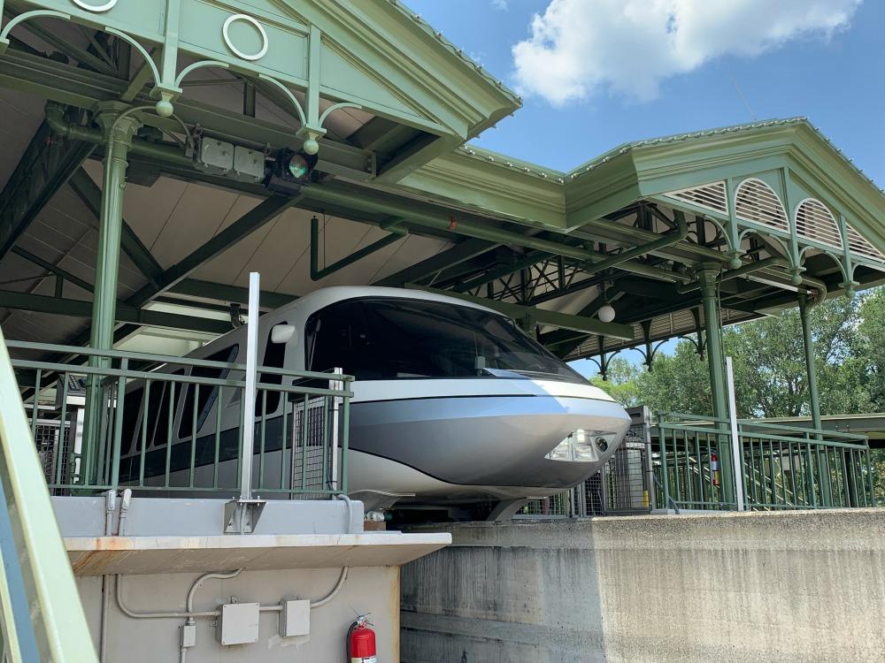 monorail-silver-01