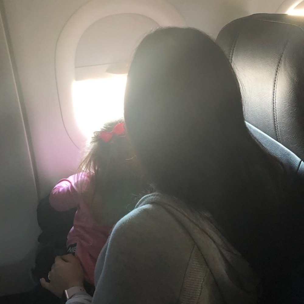 rsz_victoria_and_mommy_on_plane_2