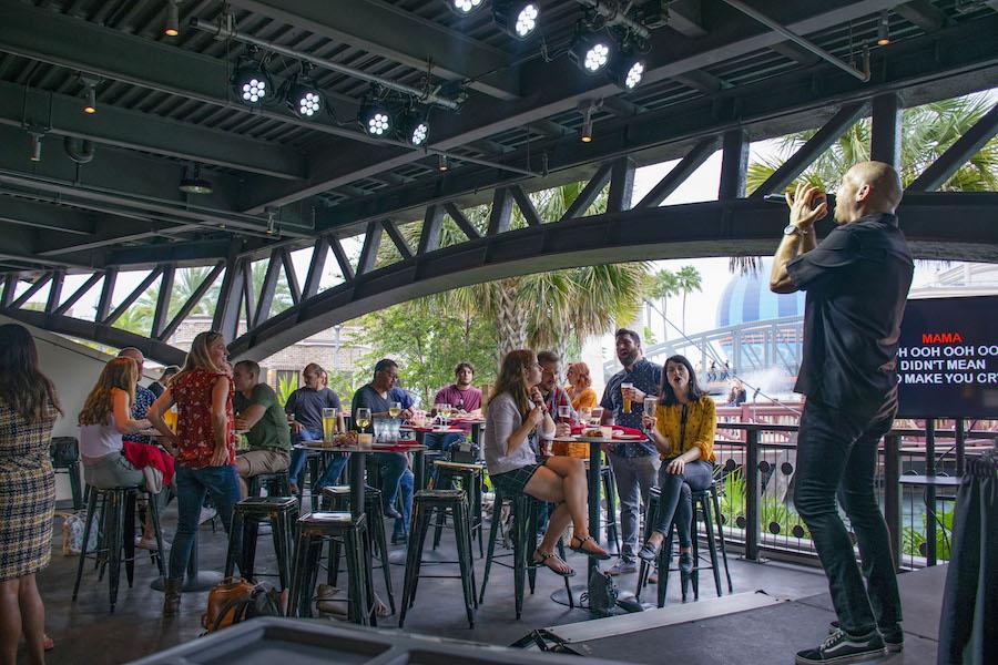stargazers-bar-planet-hollywood-karaoke-stage