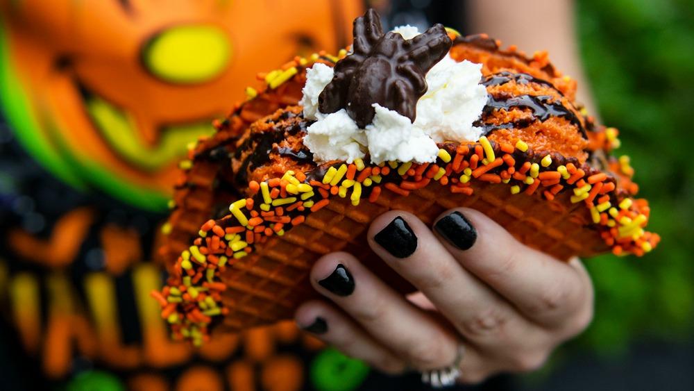 disney-springs-food-truck-pumpkin-taco