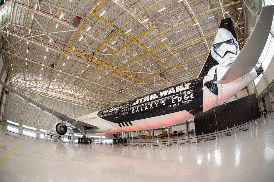 star-wars-airplane-1