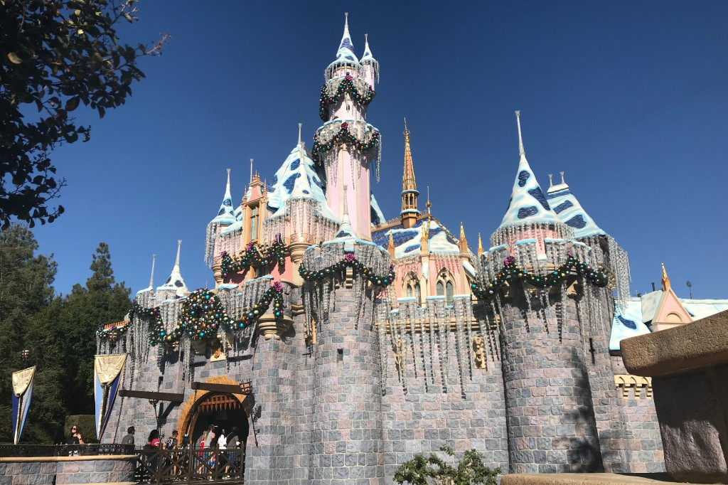 Disneyland Resort to Offer Additional Early Entry Benefits for Christmas
