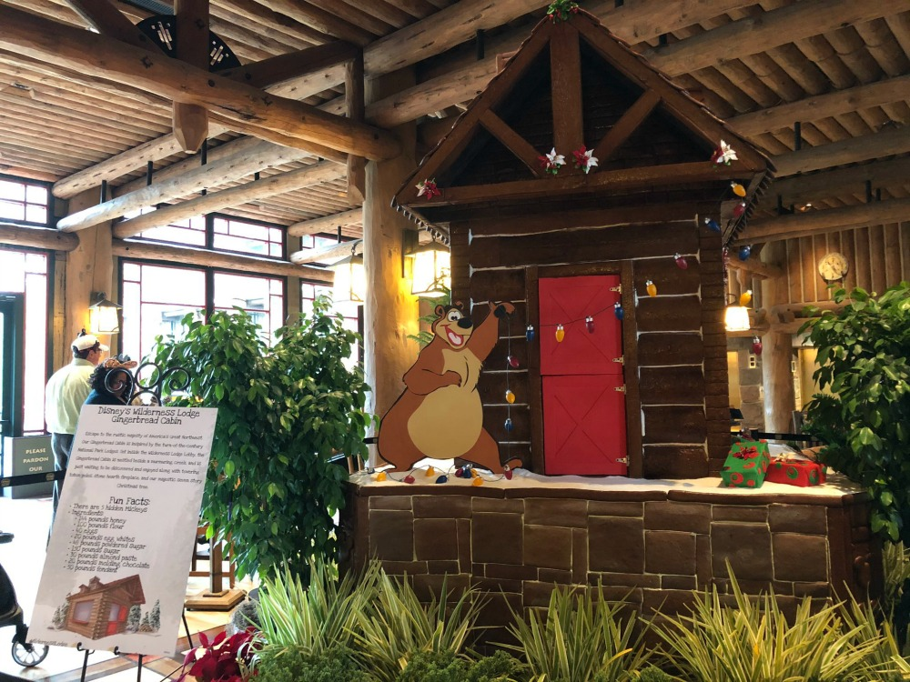 wilderness-lodge-gingerbread-cabin-01