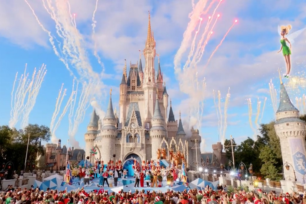 DisneyChannelChristmas-01