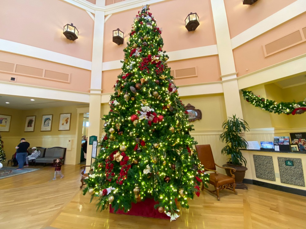 saratoga-springs-lobby-christmas-tree