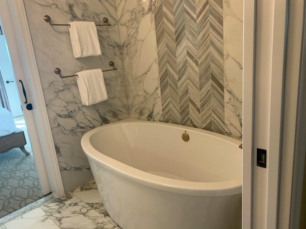 riviera-one-bedroom-bathtub