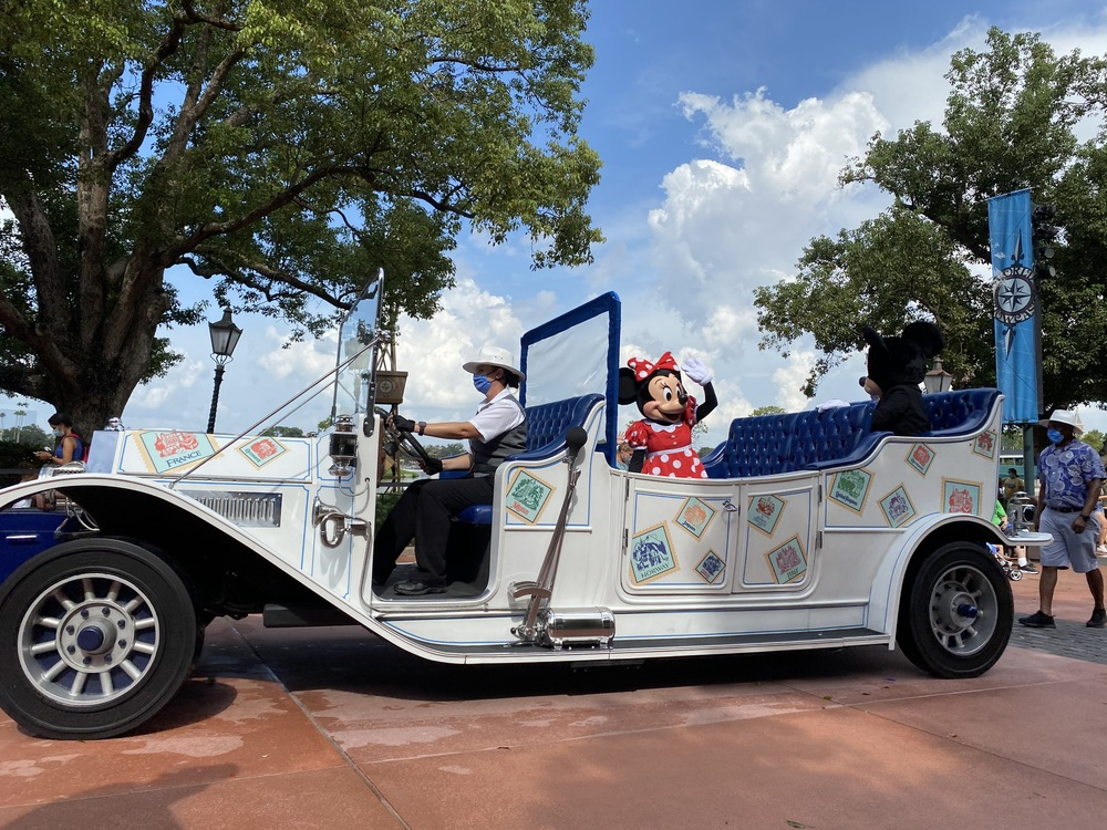Minnie parades in a stylish car